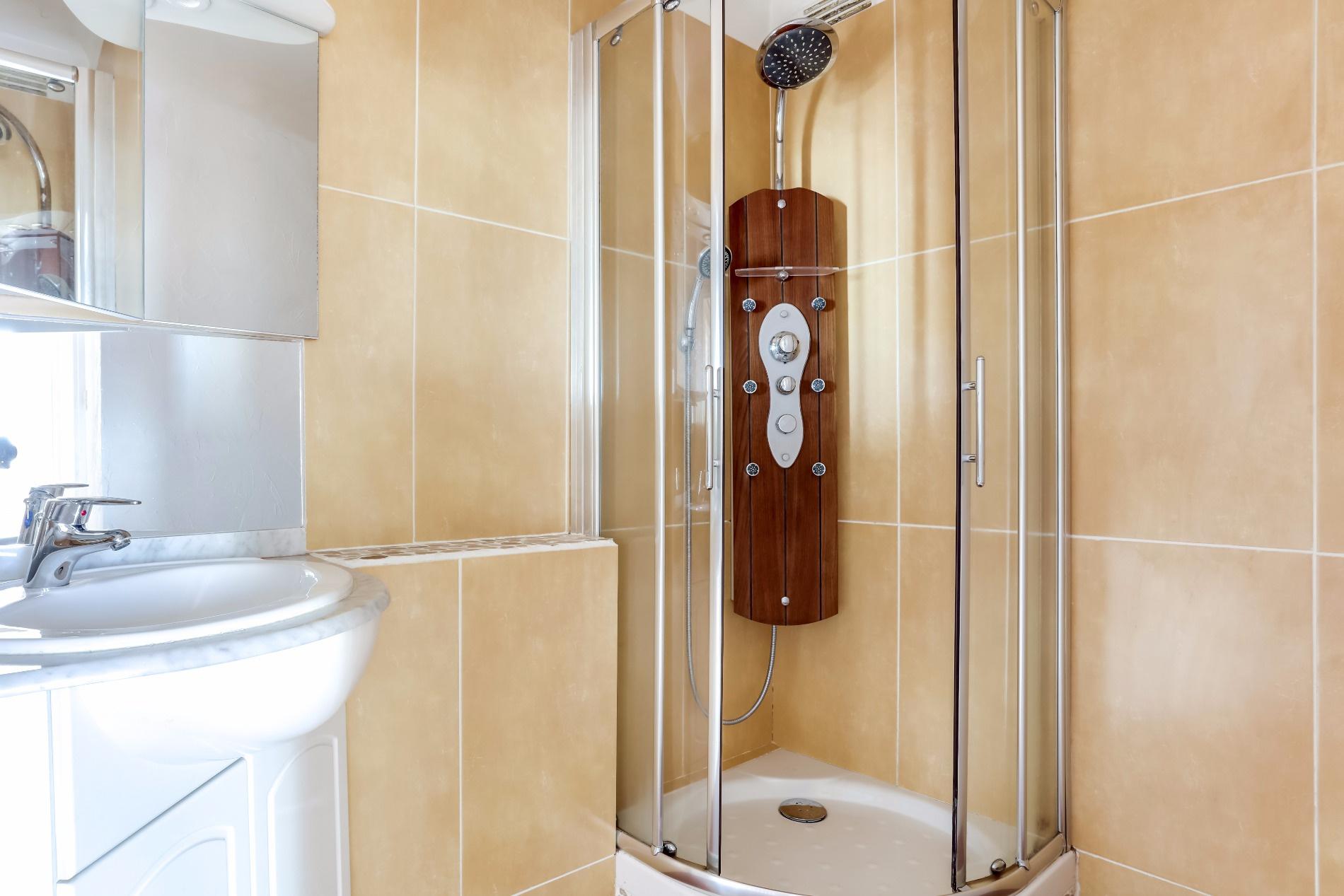 Appartement T2 Palais des Arts Vannes salle d'eau