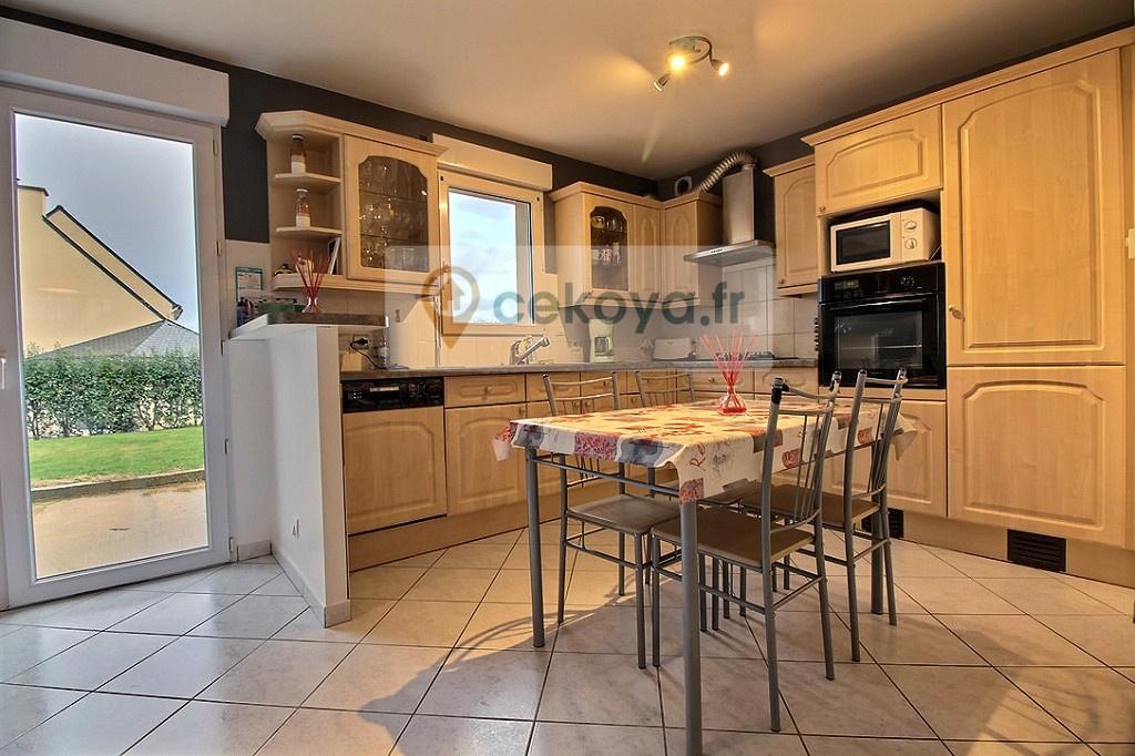 cuisine aménagée et équipée maison contemporaine 4 chambres Colpo