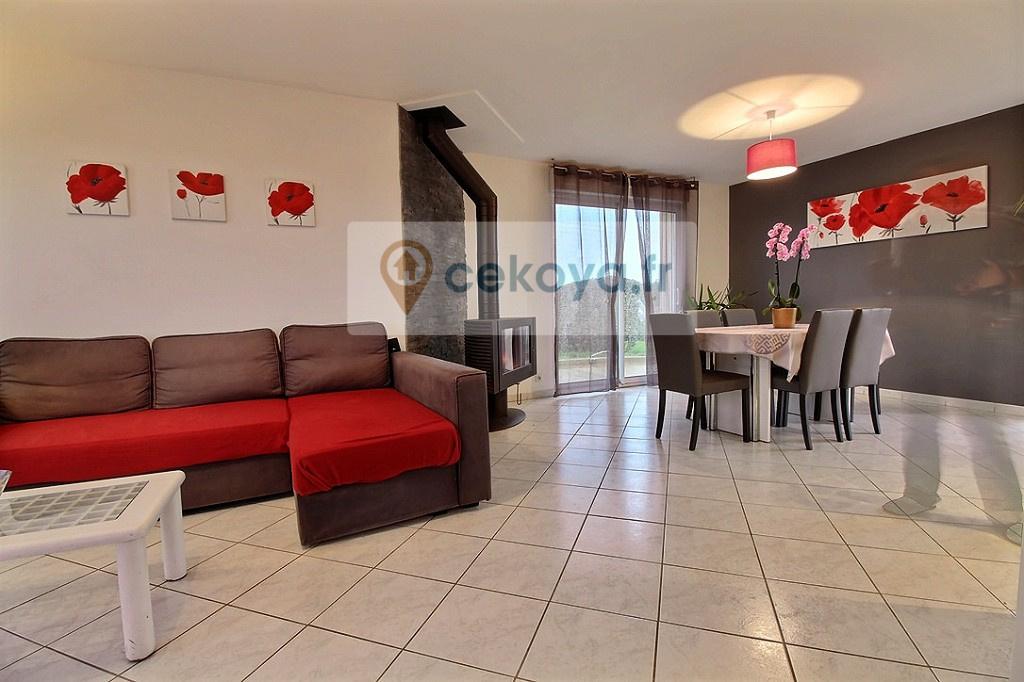 vue du salon séjour maison contemporaine 4 chambres Colpo