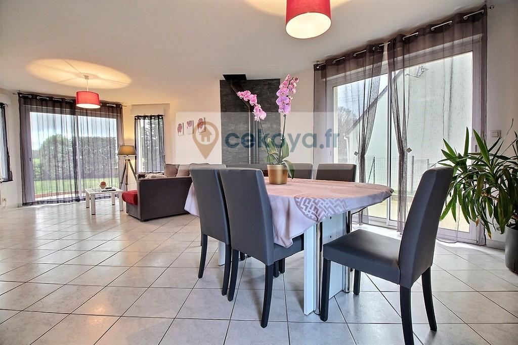 salon séjour ouvert maison contemporaine 4 chambres Colpo